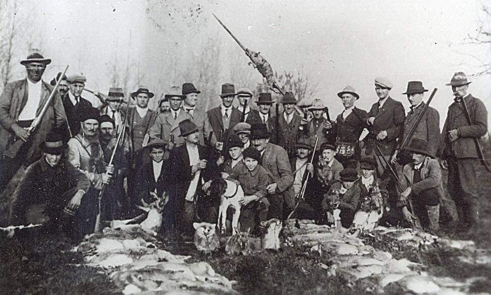 Stara fotografija lovačkog društva Orao iz Silaša